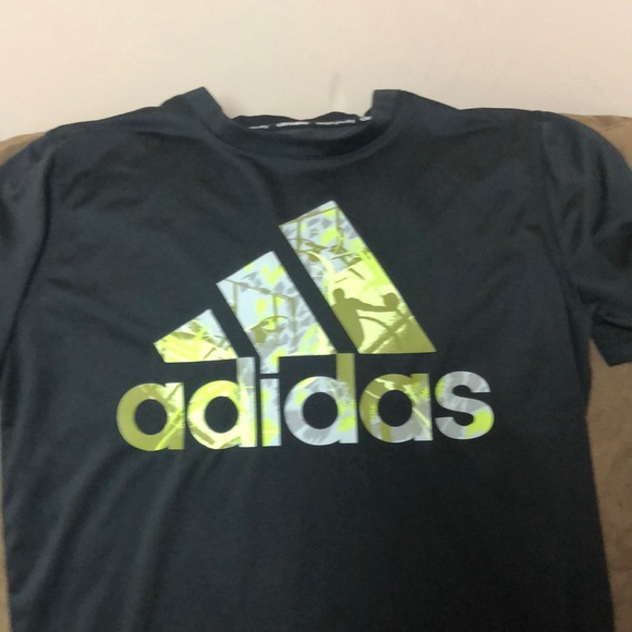 ADIDAS Climalite Little Boys Short Sleeve T-Shirt NWT Size 4 or 5  Red or Gray